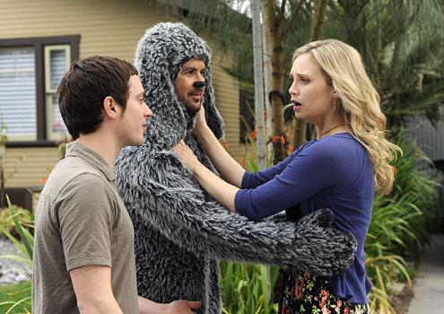 Jenna (Fiona Gubelmann), Wilfred's owner and Ryan's love interest.